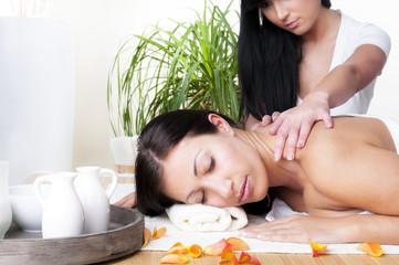 Daisy Massage Thaimassage Handen