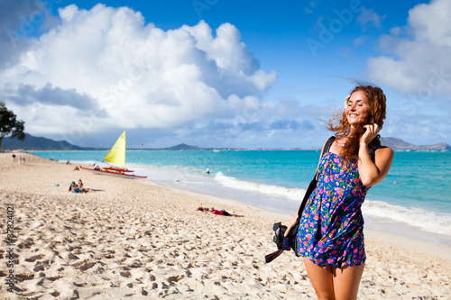 Junge Frau Am Strand Auf Hawaii Stock Photo And Royalty Free Images
