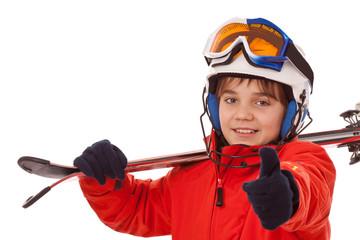 Optimistischer Junge mit Skihelm - Daumen hoch