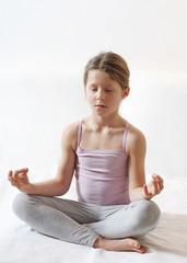 Kind macht Yoga