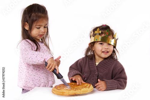 """""""enfants Avec Galette Des Rois Et Couronne"""" Photo Libre De Droits Sur La Banque D'images Fotolia"""