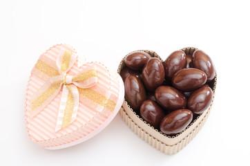 ハートのギフトボックスとチョコレート