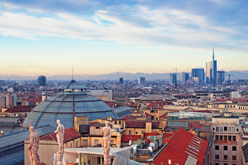 "Photo sur Plexiglas Milan Milan skyline from (""Duomo di Milano""). Italy."