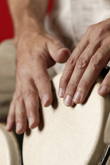 Andreas: Hände auf Bongo