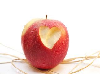 pomme croquée coeur amour