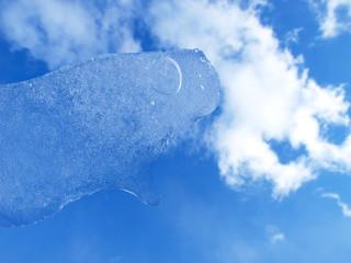 薄氷と青空