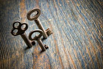 3 Standing Keys