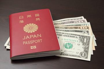 パスポートとアメリカドル