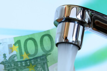 Wasserhahn und Geld