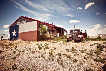 Fotobehang Route 66 Abandoned restaraunt on route 66 road in USA