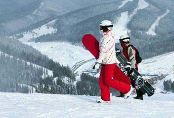 Preparation of people on snowboards