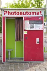 Ein Fotoautomat in der Stadt