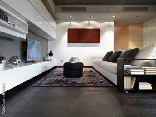 soggiorno moderno con divano e pavimento di legno\