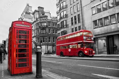 cabine t l phonique et bus rouges londres uk photo libre de droits sur la banque d 39 images. Black Bedroom Furniture Sets. Home Design Ideas