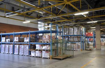 Warenlager // large storage
