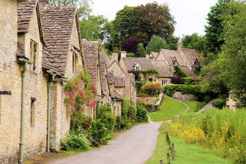 Fototapete - Houses of Arlington Row in the village of Bibury, England