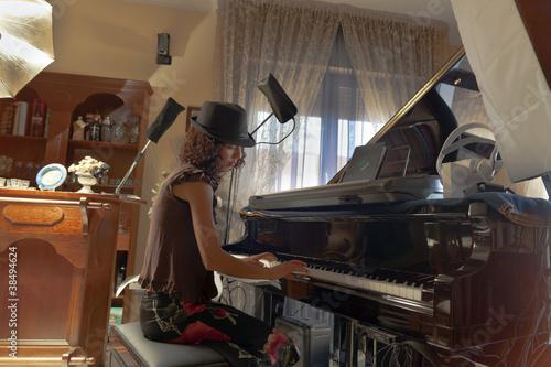 Studio di registrazione stock photo and royalty free images on pic 38494624 - Studio di registrazione casalingo ...