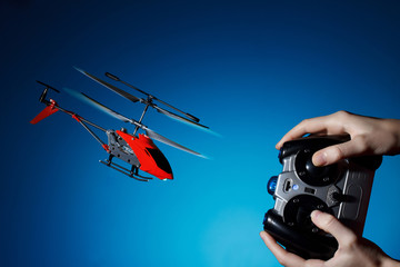 Foto op Plexiglas Helicopter Piloting remote control helicopter