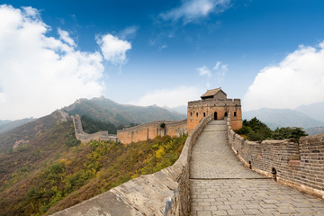 Fotobehang Chinese Muur the great wall with a blue sky background