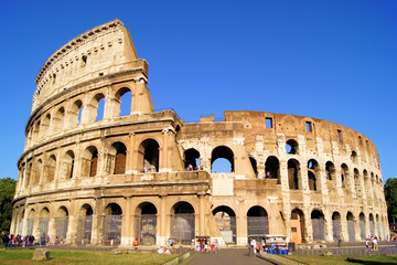 Fototapete - The iconic ancient Colosseum of Rome