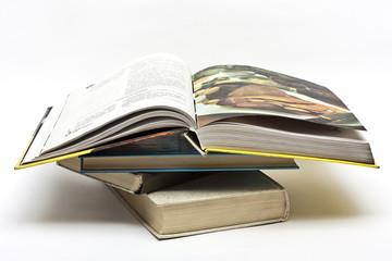 Стопка старых книг