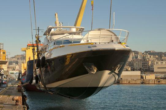 yacht transport at port