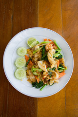 thai noodle with seafood