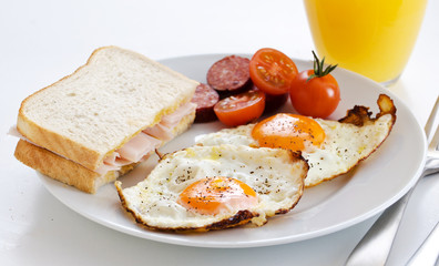 Fried eggs with bacon and tomatoes