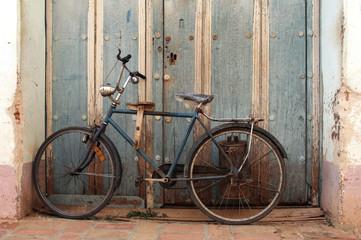 altes Fahrrad mit Milchkanne