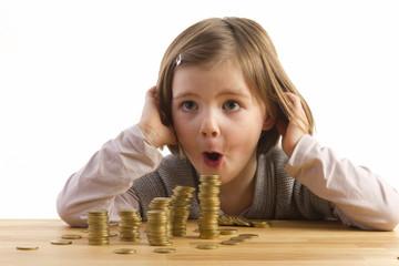 Mädchen staunt über Geld