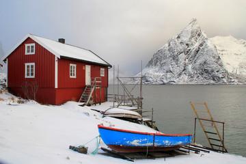 Rorbu boat and Hamnøy's mount