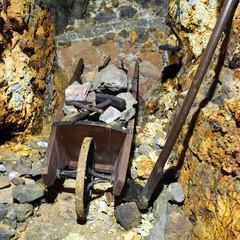 Fototapete - Mine symbol - hammer and wheelbarrow