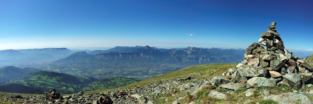 Panoramique sur le massif de la chartreuse, dauphiné, france