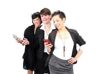 Drei Frauen mit Smartphone