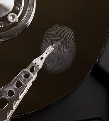 Fingerabdruck auf einer Festplatte Datenspeicher