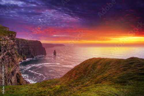 Fototapete Idyllic Cliffs of Moher at sunset, Co. Clare, Ireland