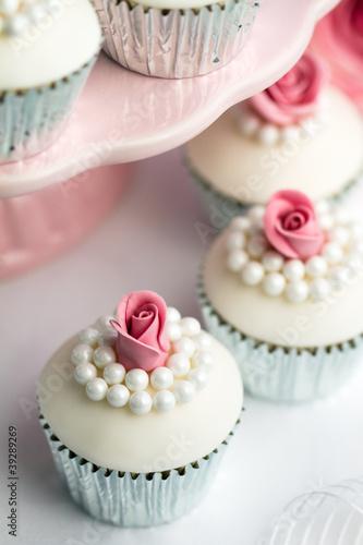 Как украсить кексы для свадьбы