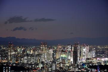 Stadtpanorama von Tokio bei Nacht
