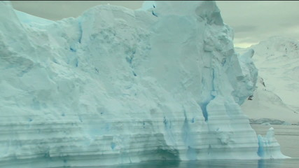Wall Mural - zoom out of iceberg
