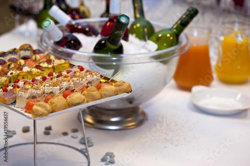 buffet cocktail traiteur gastronomie cuisine repas photo libre de droits sur la banque d. Black Bedroom Furniture Sets. Home Design Ideas