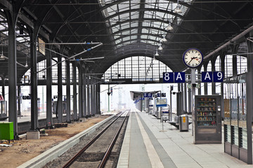 Aluminium Prints Train Station railway station in Wiesbaden