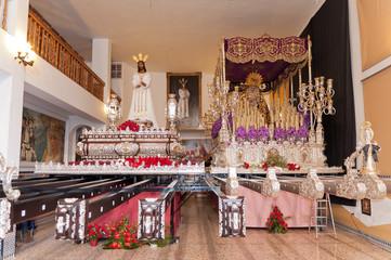 Trono de la virgen de la Trinidad y Jesus Cautivo