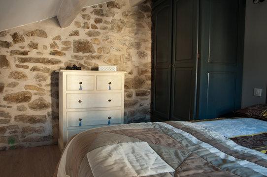 chambre rustique mur en pierres