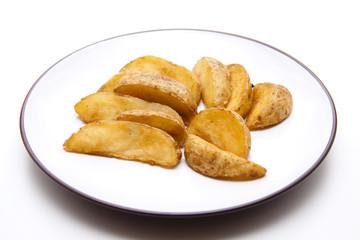Kartoffel fritiert und auf Teller