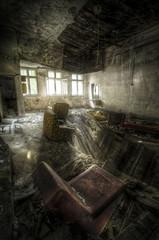 Fototapete - room with broken floor