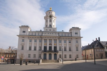 Rathaus von Zeulenroda im Sonnenlicht