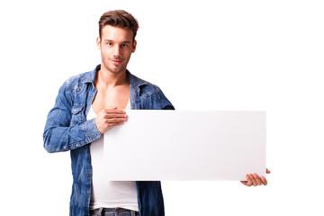 junger Mann mit Werbefläche