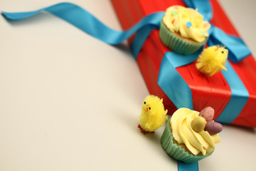 easter chicks with cakes