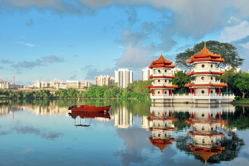 Keuken foto achterwand Singapore Pagodas beside a lake in Singapore