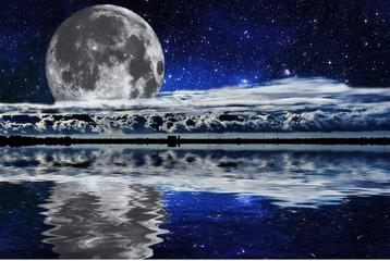 Lune sur un lac